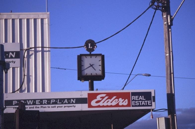 Deneys clock.jpg