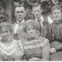 W.T.Muir and Wife Jane, John Muir, Horrie Muir, Victoria Muir, Adeline Muir, Norman Muir.jpg